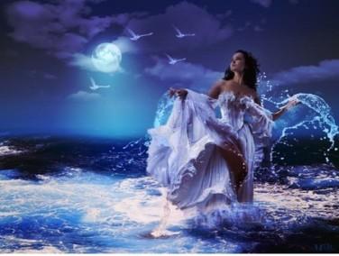 Badende Frau im Mond